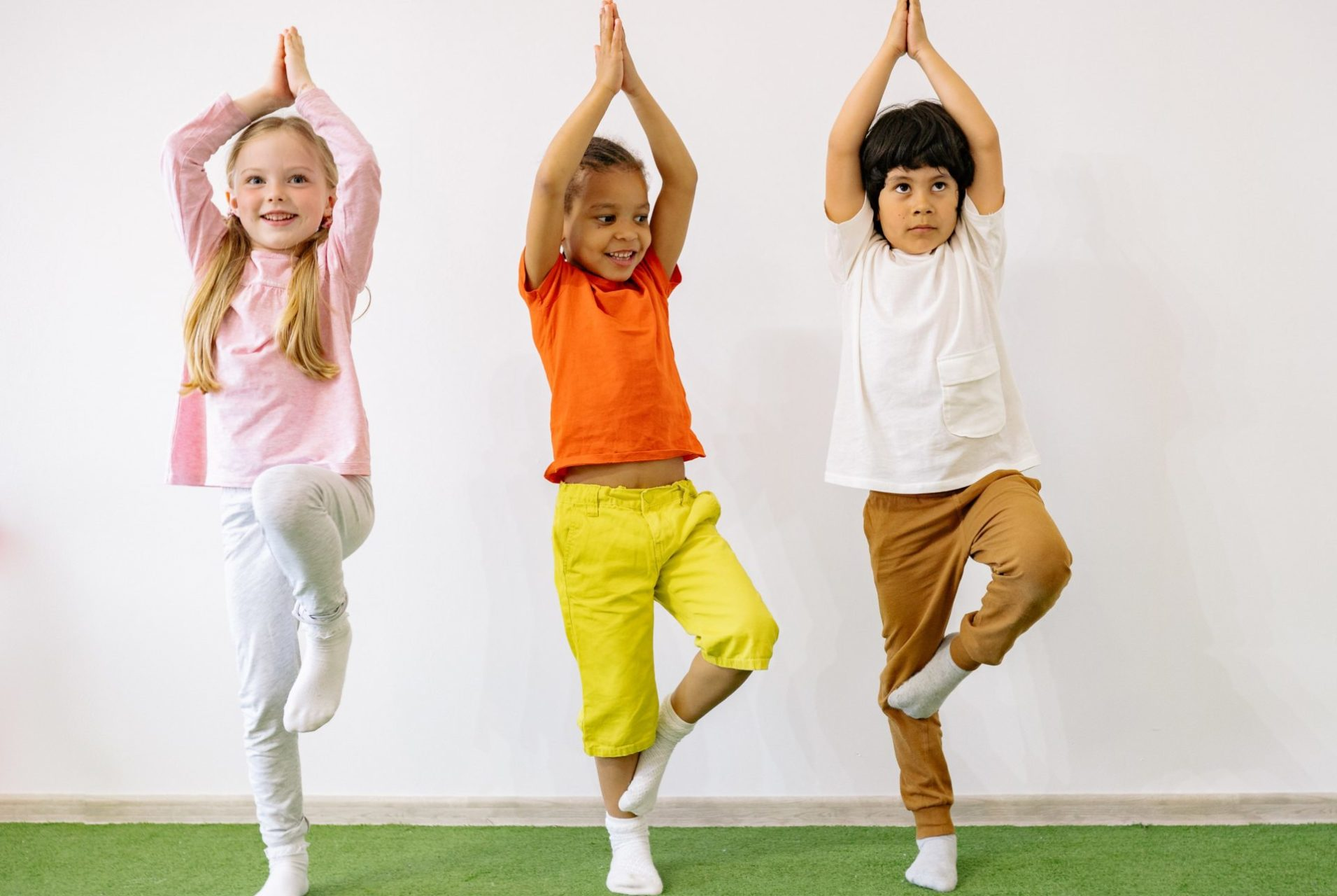 Kinder yoga YogaOmkar